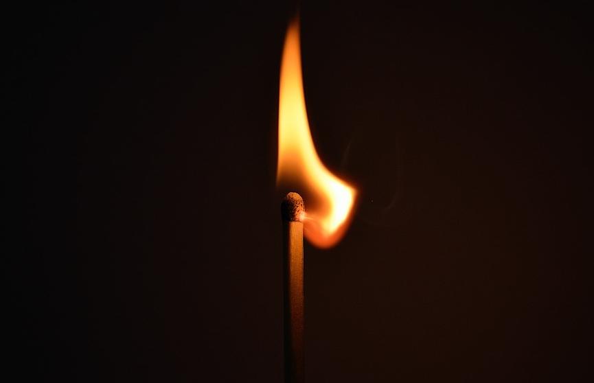 Три человека сгорели в огне на кладбище в российском городе