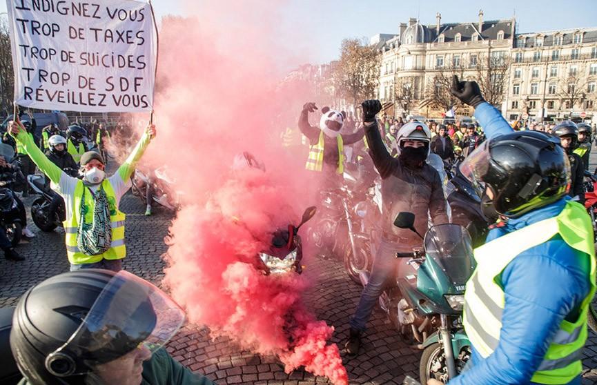 Число пострадавших на акциях протеста во Франции достигло более 500 человек