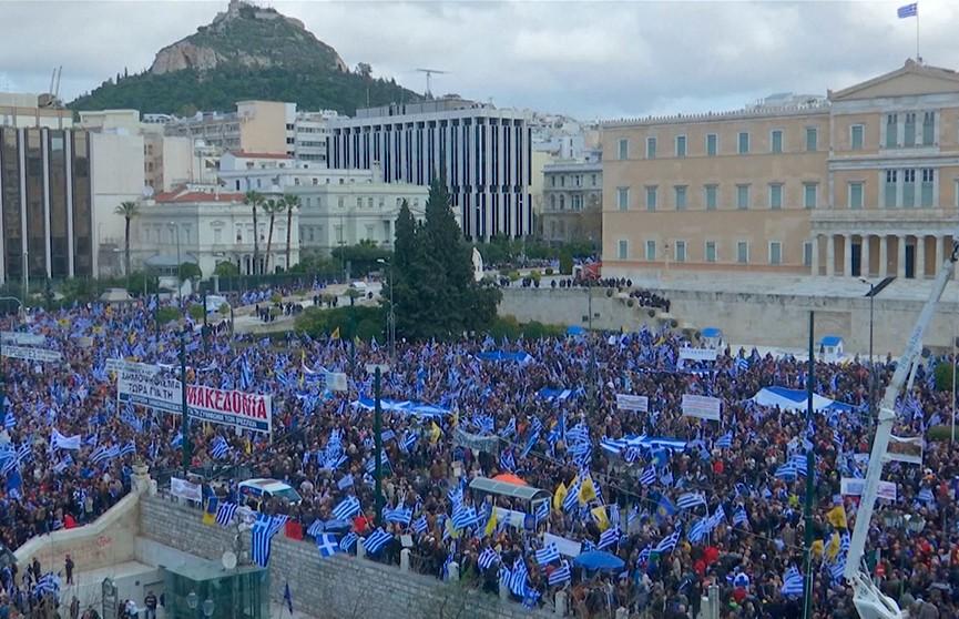 Столкновениями с полицией завершилась демонстрация против соглашения с Македонией в Афинах