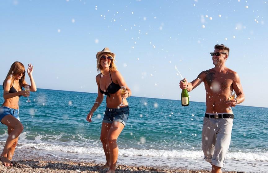 На Ибице и Майорке запретили бесплатный алкоголь в отелях «всё включено»