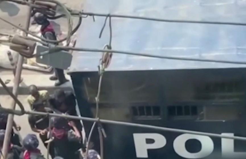 Протесты в Мьянме: число жертв превысило 220 человек