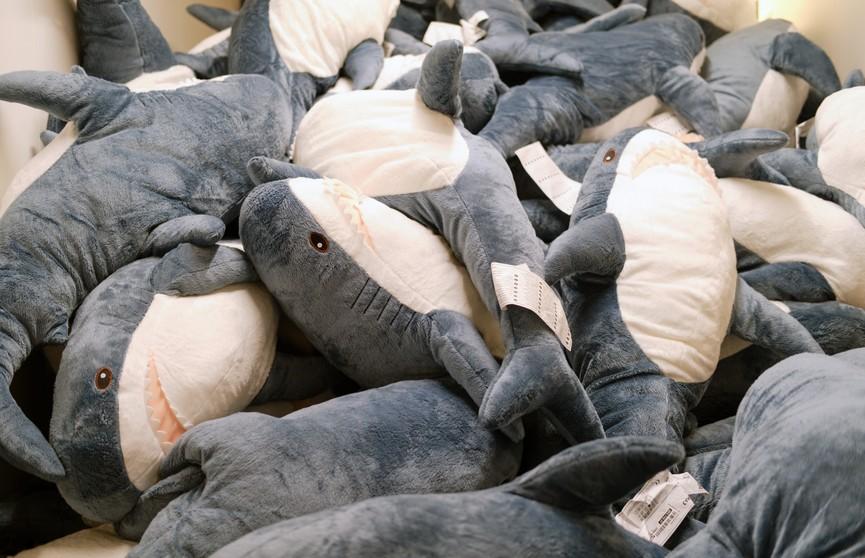 IKEA остановит выпуск знаменитых игрушек-акул