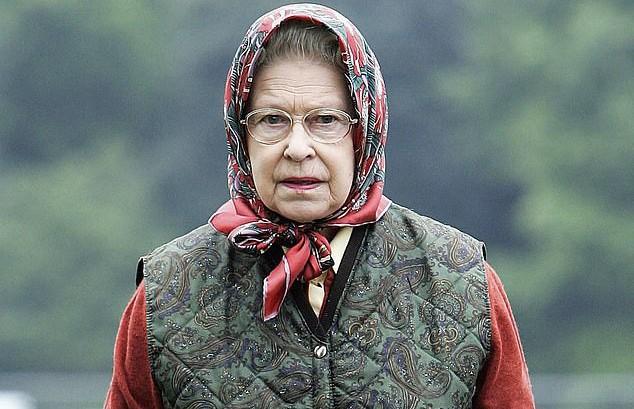 Королеву не видели? Елизавета II разыграла не узнавших ее туристов