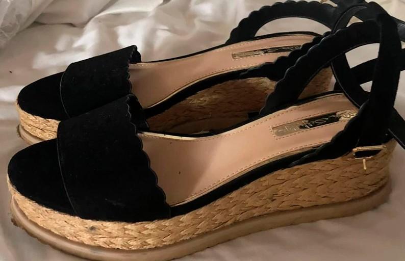 Девушка едва не лишилась ноги из-за новых туфель