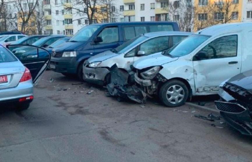 Пьяная женщина на Mazda столкнулась с пятью автомобилями в Минске