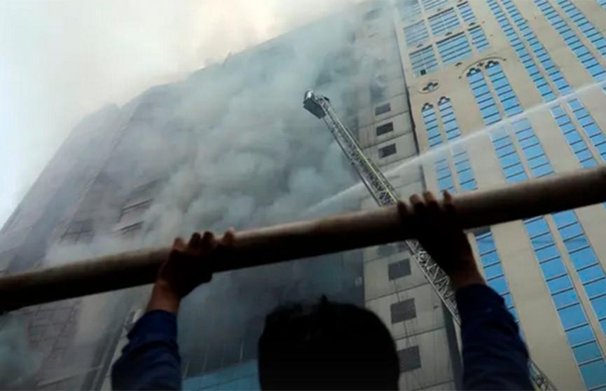 Пожар в высотном здании в Бангладеш: люди выпрыгивали из окон