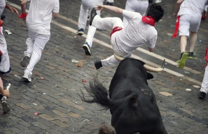 Традиционный забег с быками прошёл в испанской Памплоне