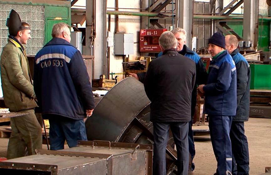 Попавшим под сокращение работникам энергомеханического завода в Белозерске предложили варианты трудоустройства