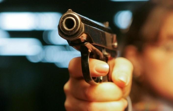 Мужчина устроил стрельбу на детской площадке в Санкт-Петербурге (Видео)