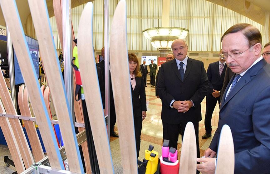 Президент оценил ратрак, спортинвентарь и музыкальные инструменты белорусского производства