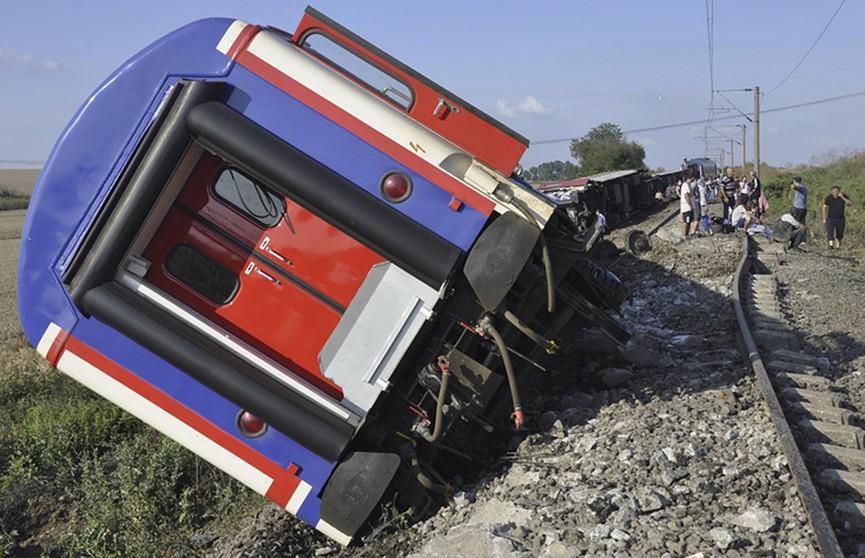 Проливной дождь стал причиной аварии поезда в Турции: погибли 10 человек, более 70 пострадали