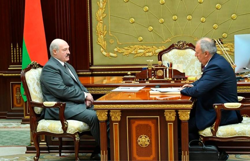 «Как будем рассчитываться по долгам?»: Лукашенко принял Румаса с докладом