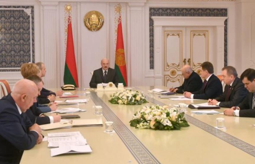 Лукашенко потребовал направлять иностранную безвозмездную помощь исключительно на соццели