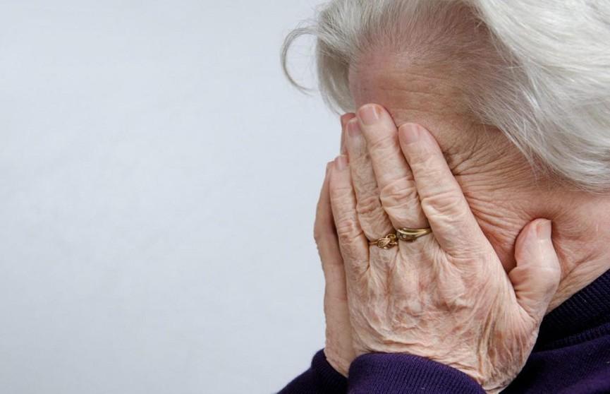 Пенсионерка из Санкт-Петербурга сбросила мошенникам из окна 100 тысяч рублей