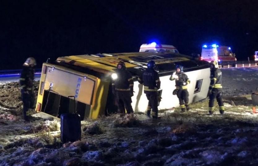 Рейсовый автобус вылетел в кювет в Эстонии: пострадали 9 человек