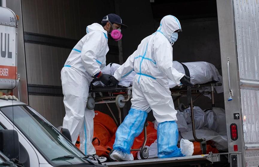 Десятки тел в грузовиках обнаружены в Нью-Йорке