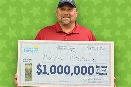 Мужчина угостил коллегу чизбургером и разбогател на 1 млн долларов