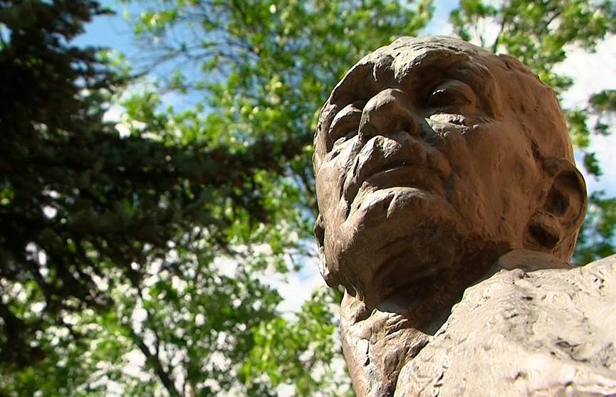 77 лет назад ушёл из жизни Янка Купала. «Жальбіны» в память о белорусском Песняре прошли в Минске