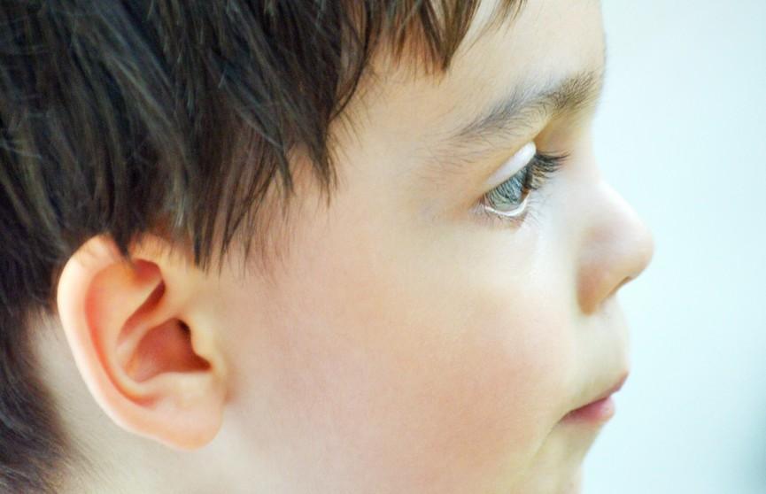 Мальчик постоянно носил наушники, и в его ухе выросла плесень