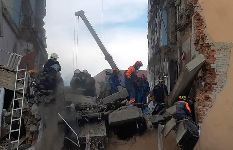 Подъезд жилого дома обрушился во Львовской области: число жертв возросло до восьми