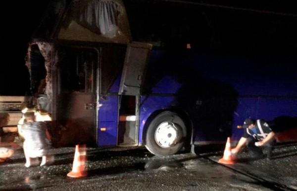 Автобус с туристами из Беларуси столкнулся с бетономешалкой под Одессой