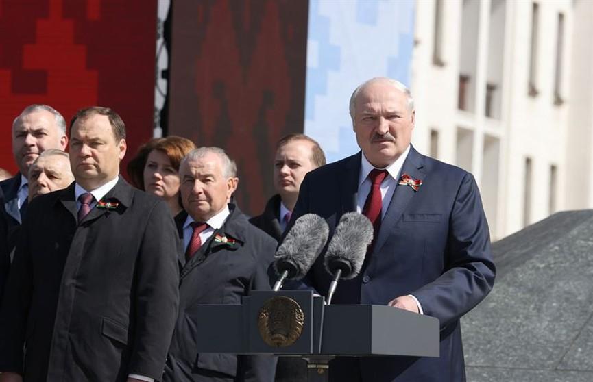 Лукашенко: пока наше поколение живо, Беларусь будет стоять намертво