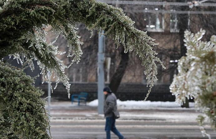 273 человека за минувшие сутки пострадали из-за мороза и гололеда