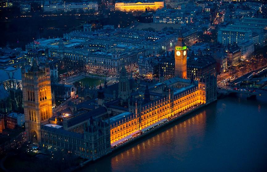 В правительстве Великобритании прошли первые отставки