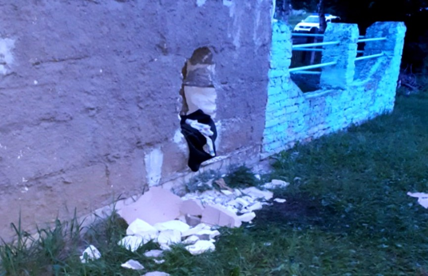 Братья обчищали киоски и магазины, разламывая стены монтировками
