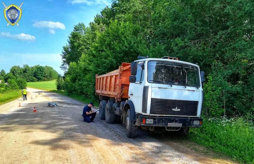 Грузовик МАЗ насмерть сбил велосипедиста в Ошмянском районе: возбуждено уголовное дело