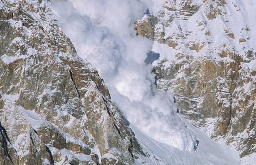 В результате схода лавины в Иране погибли десять человек