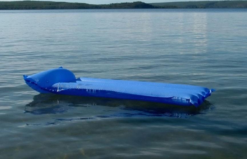 Двое детей перевернулись на матрасе и чуть не  утонули на озере в Малорите