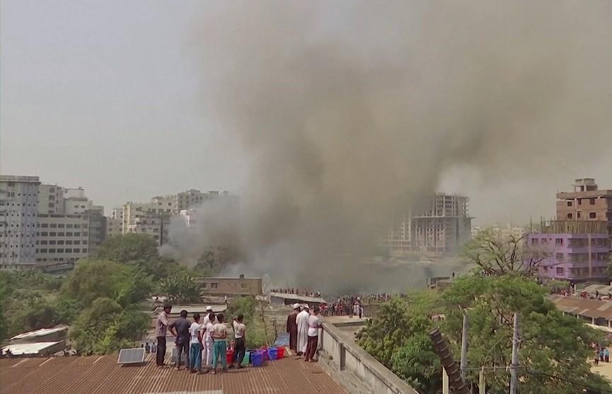 Более 10 тыс. жителей Дакки остались без крыши над головой