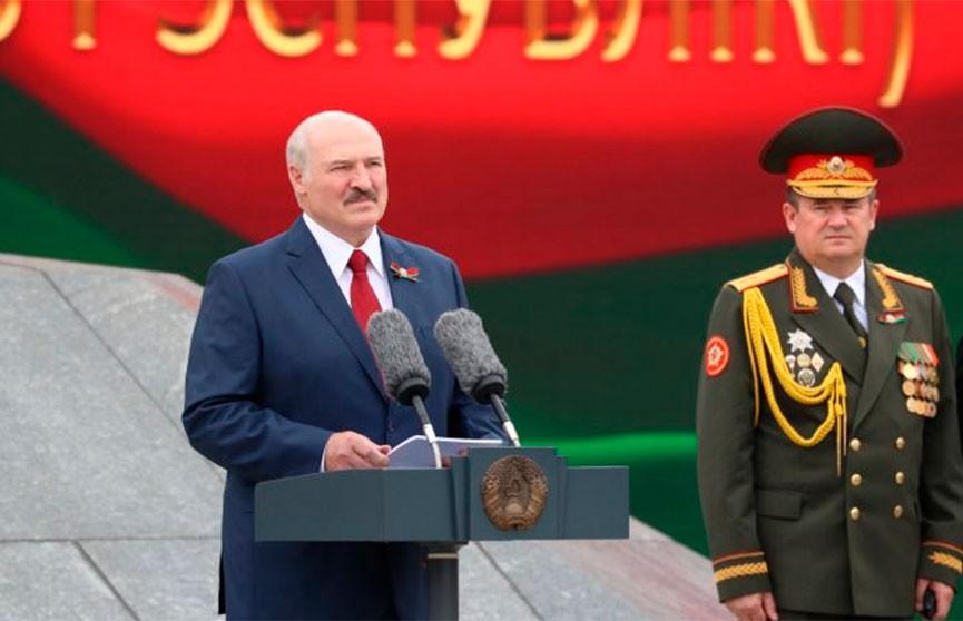 Лукашенко участникам праздничного шествия: Берегите страну, это – главное
