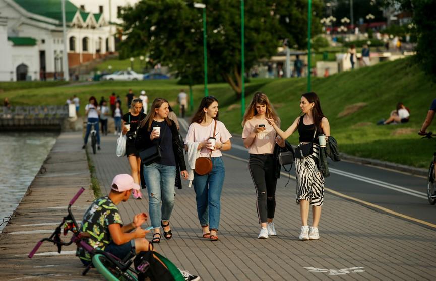Президент Беларуси поздравил юношей и девушек с Днем молодежи
