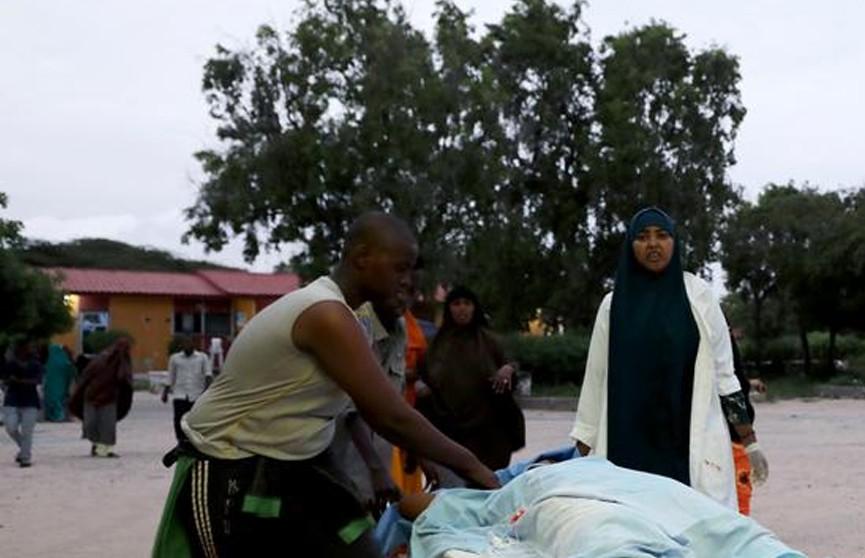 В столице Сомали при нападении террористов на отель погибли пять человек