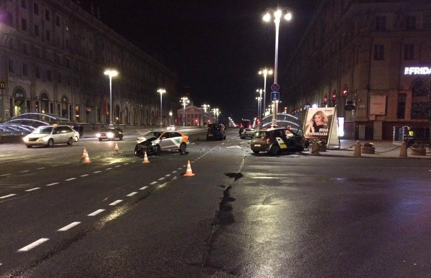 Такси и каршеринговое авто столкнулись в Минске