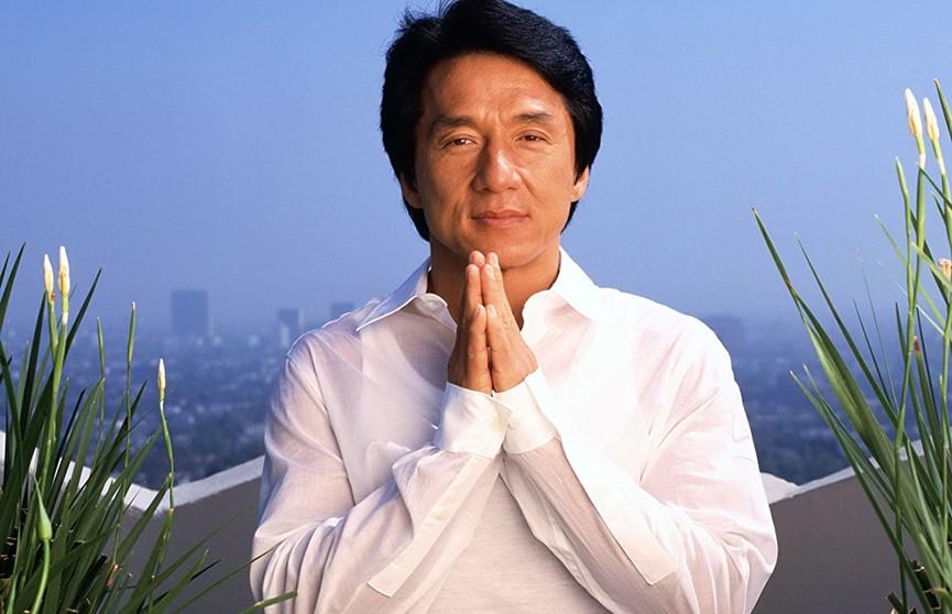 Джеки Чан пообещал 1 млн юаней создателю лекарства от коронавируса