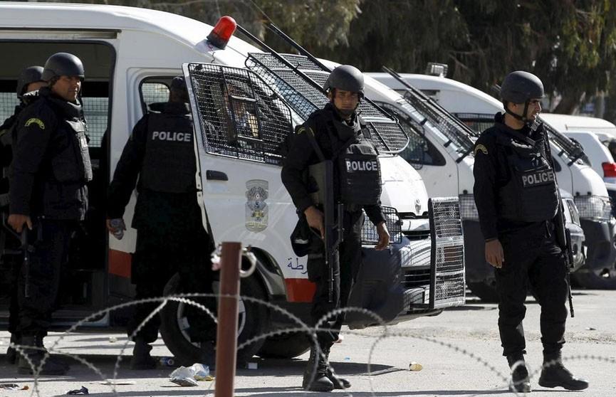 Окруженный полицией смертник подорвался в Тунисе