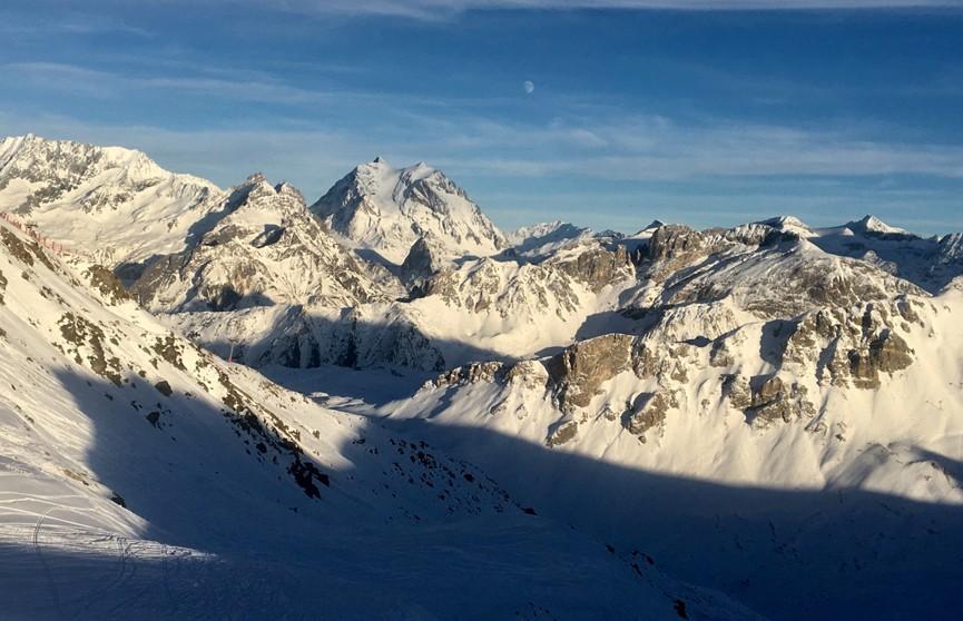 Во французских Альпах близ Куршевеля разбился вертолет