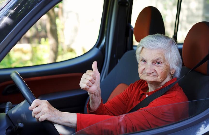 Пенсионерка разогналась на авто до 300 км/час. Куда она так торопилась?