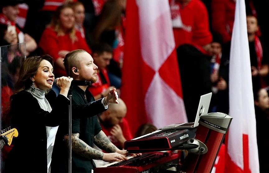 Певица МакSим исполнила свой главный хит вместе с болельщиками хоккейного «Спартака» (ВИДЕО)