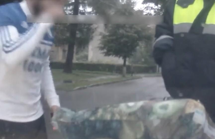 В Калининградской области задержали мужчину, который нес более килограмма конопли в подарок супруге
