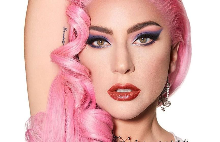 Леди Гага разделась и залезла в ванную со льдом