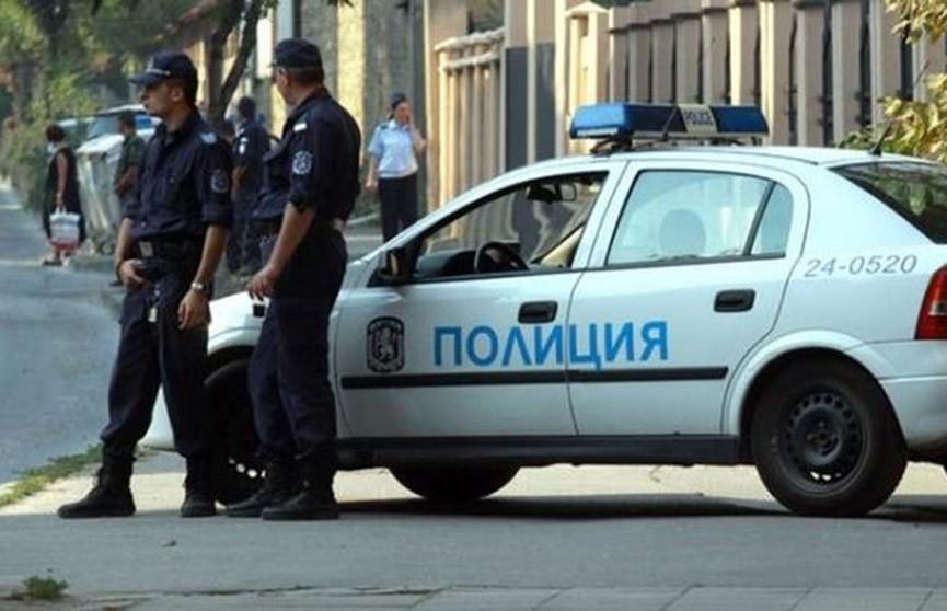 Полицейские Болгарии распылили слезоточивый газ себе в лицо (Видео)