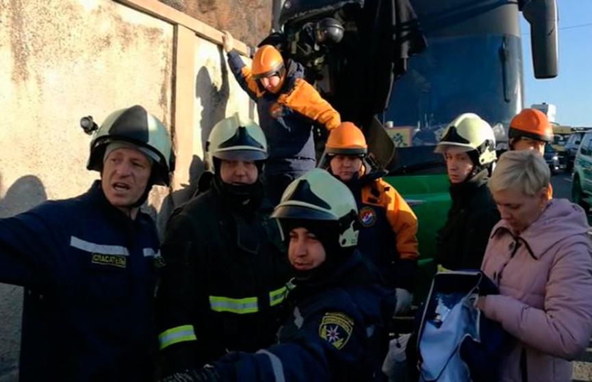 Автобус с детьми врезался в стену во Владивостоке