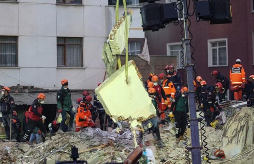 Увеличилось число жертв обрушения дома в Стамбуле