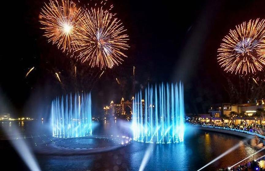 Самый большой в мире фонтан открылся в Дубае