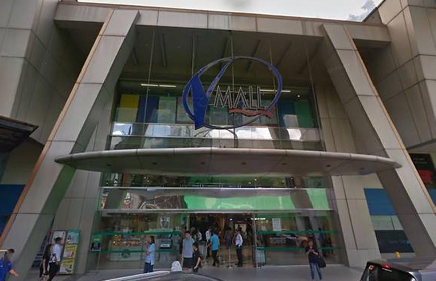Неизвестный с оружием захватил около 30 заложников в торговом центре в Маниле
