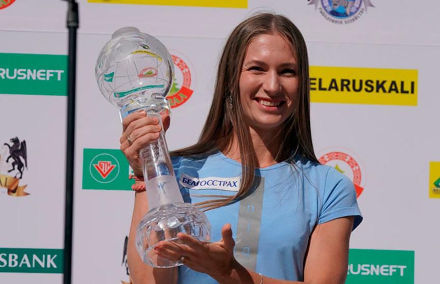 Дарье Домрачевой вручили малый «Хрустальный глобус»